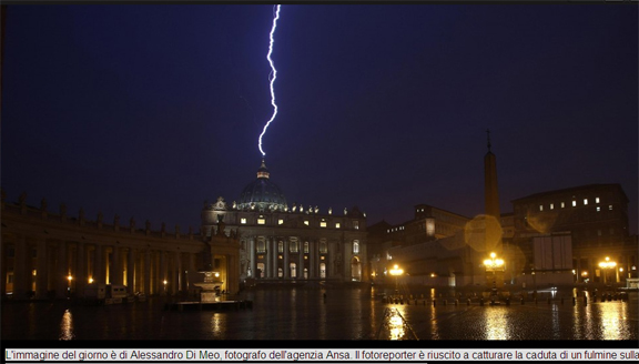 lightning strikes vatican as pope benedict resigns
